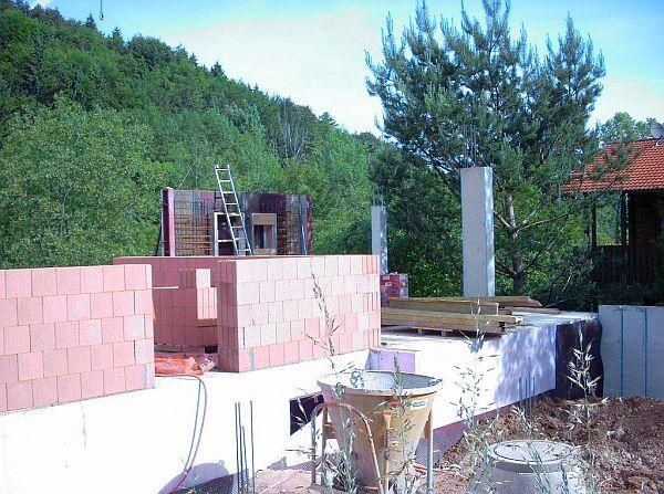 Rohbau: Betonschutzwand gegen Erdfeuchtigkeitseintritt