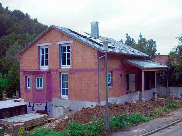 Rohbau: Nach Einbau von Fenstern und Türen