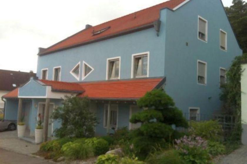 Hausfront nach Sanierung