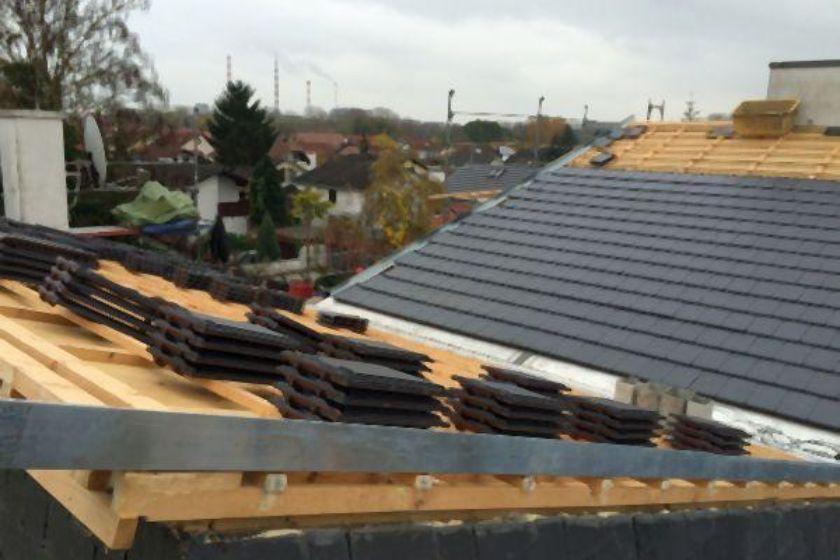 Dacheindeckung mit Tonziegeln der Marke Erlus