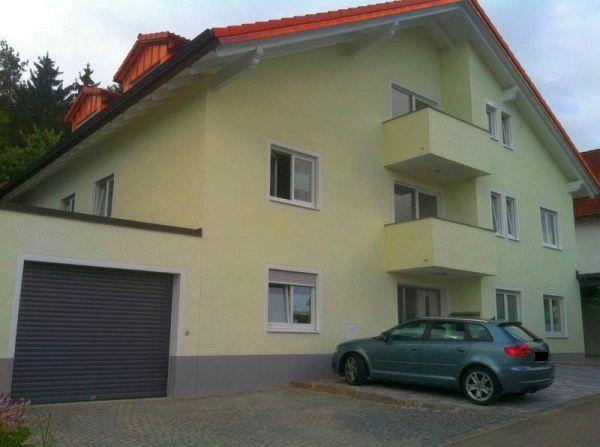 Haus nach Sanierungsmaßnahme von Straßenseite
