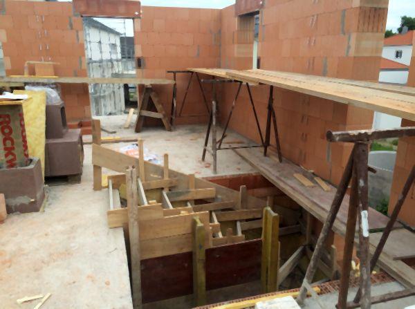 Rohbau: Mauerwerk im Erdgeschoß