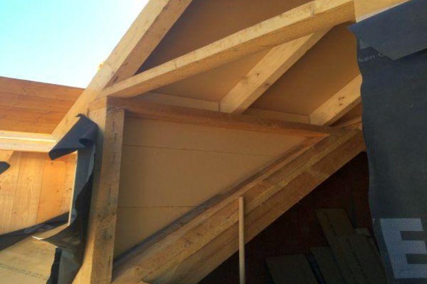 Rohbau: neuer Dachgiebel in Seitenansicht