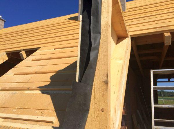 Rohbau: Neuer Dachgiebel mit Einbau der Isolierung