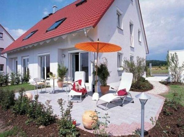DHH mit großzügiger Terrasse