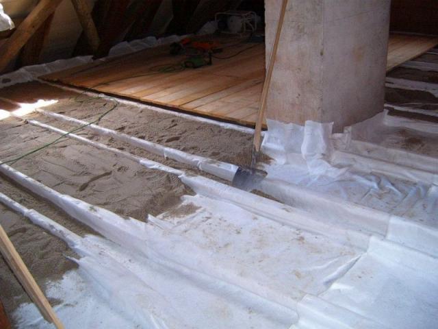 Sandschüttung im Dachgeschoß