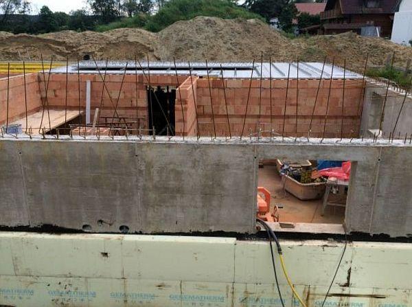 Rohbau: Kellerräume Innenmauern aus Ziegeln