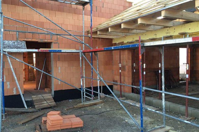Rohbau: Eingangsbereich und Garage