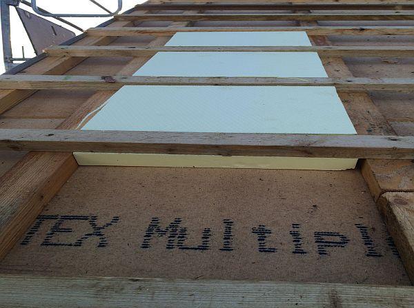 Vom Rohbau zur Fertigstellung: Verlegung Dachisolierung
