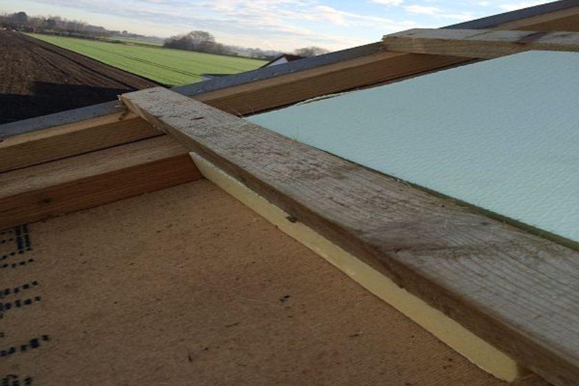 Vom Rohbau zur Fertigstellung: Dachgebälk und Isolierung