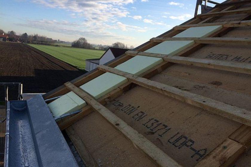 Vom Rohbau zur Fertigstellung: Dachrinne