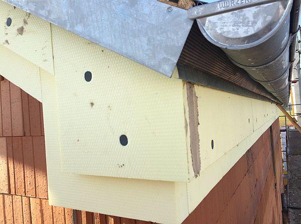 Vom Rohbau zur Fertigstellung: Detailansicht Dach im Eckbereich