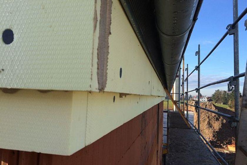 Vom Rohbau zur Fertigstellung: Eckbereich unter dem Dach