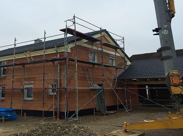 Vom Rohbau zur Fertigstellung: Ziegeldach Einfamilienhaus und Garage