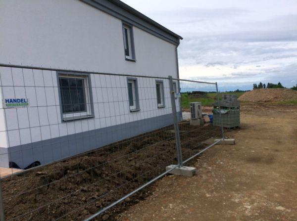 Einfamilienhaus Modell Jurahaus: Vorbereitung Garten Seitenansicht