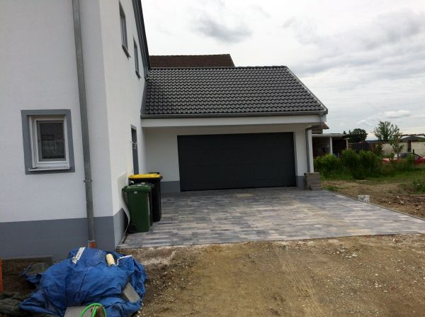 Einfamilienhaus Modell Jurahaus: Pflasterung Garageneinfahrt
