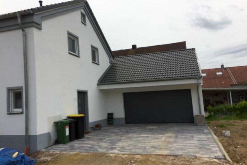 Einfamilienhaus Modell Jurahaus: Neubau mit Garage