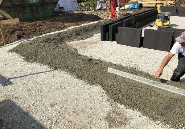 Bodenplatte: Vorbereitung Randdämmschalung