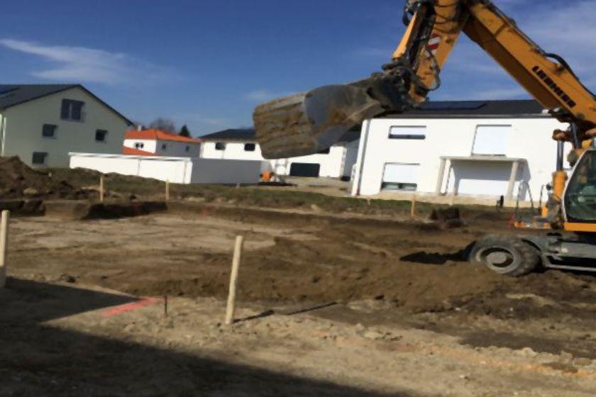 Rohbauerstellung: Ausbaggerung Baugrube